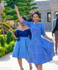 shweshwe dresses in different colors 2018 - Reny styles Toddler Prom Dresses, African Prom Dresses, African Fashion Dresses, African Dress, African Wear, Setswana Traditional Dresses, South African Traditional Dresses, Traditional Weddings, African Wedding Attire