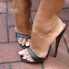 35 High Heel Mules For Your Perfect Look This Summer - New Shoes Styles & Design High Heel Mule Shoes, Cool High Heels, Sexy Legs And Heels, Dress And Heels, Mules Shoes, Heeled Mules, Jamel Shabazz, Gorgeous Feet, Sexy Toes