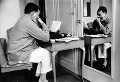EH04475P Ernest Hemingway egy írógép a londoni Dorchester Hotel második világháború alatt, nyár, 1944.