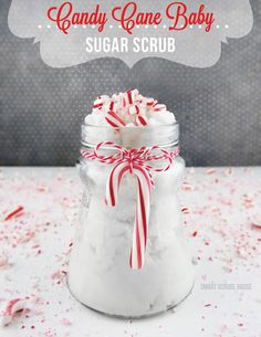 lots of sugar scrub recipes! Candy Cane Baby is an easy sugar scrub that smells just like candy canes! Made with 3 simple and inexpensive ingredients! Sugar Scrub Recipe, Sugar Scrub Diy, Diy Scrub, Sugar Scrubs, Bath Scrub, Homemade Scrub, Homemade Gifts, Diy Gifts, Zucker Schrubben Diy