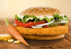 Com 598 lojas no país, a rede de fast-food Burger King lançará oficialmente na próxima terça-feira, dia 29 de setembro, seu primeiro sanduíche sem carne, o Veggie Burger. A nova atração do cardápio terá um hambúrguer empanado feito à base de batata, shimeji e shitake com recheio de queijo. O sanduíche contará também com queijo fatiado, maionese, alface, tomate e cebola no pão integral. Ingredientes estes de origem animal, cabíveis à dieta ovolactovegetariana, que não restringe derivados do…