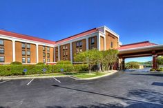 Hampton Inn Goldsboro Goldsboro (North Carolina) Close to Seymour Johnson Air Force Base and near a variety of local attractions, this Goldsboro, North Carolina hotel offers a free daily hot breakfast and signature Cloud Nine beds.
