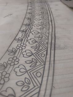 Border Border Embroidery Designs, Bead Embroidery Patterns, Beaded Embroidery, Embroidery Stitches, Medieval Pattern, Zardozi Embroidery, Pencil Design, Quilting Templates, Border Design