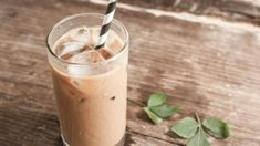 Retete culinare by Unica.ro - delicii din bucataria romaneasca si internationala Protein Shake Recipes, Protein Shakes, Cardamom Coffee Recipe, Low Fat Starbucks Drinks, Croq Kilo, Low Calorie Vegetables, Latte Flavors, Low Carb Protein, High Protein