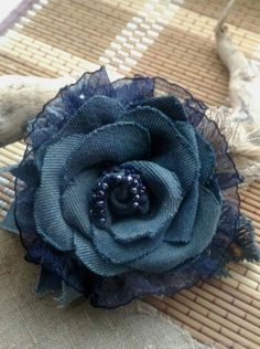 sewing knitting crochet fashion new cloth needlework new collar neck neckless scool jabot fashion cool like decor nice portrait cute short Denim Flowers, Cloth Flowers, Fabric Flowers, Jean Crafts, Denim Crafts, Material Flowers, Shabby Chic Flowers, Felt Roses, Denim Ideas