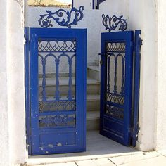 .Blue... I need a courtyard... I WANT these!