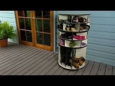 DIY: Lazy Susan shoe storage  Storage solutions that'll have you and your shoes in a spin!  More BHG  tips, tricks, recipes and ideas here: http://yhoo.it/1R0j8GQ    Read post here : https://www.fattaroligt.se/diy-lazy-susan-shoe-storage/   Visit www.fattaroligt.se for more.