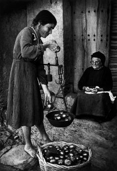 "© W. Eugene Smith - Extremadura. Province of Caceres. Deleitosa. 1951. Weighing tomatoes. From ""Spanish Village"""