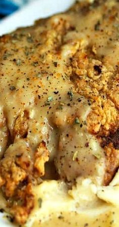 Chicken Fried Steak with Country Gravy ~ The steak is tender and well seasoned with a perfectly golden brown crispy crust. The gravy is yummy too with its bits of onion, garlic and spice. Cube Steak Recipes, Meat Recipes, Cooking Recipes, Recipies, Recipes Dinner, Cooking Rice, Cuban Recipes, Game Recipes, Dinner Ideas