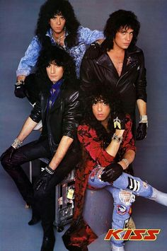 Kiss....... Kiss Images, Kiss Pictures, Paul Stanley, Gene Simmons, Rock & Pop, Rock And Roll, Kizz Band, Kiss Without Makeup, Kiss Group