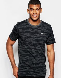 Imagen 1 de Camiseta con estampado de camuflaje FC 688022-060 de Nike