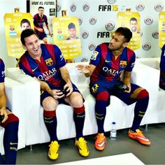 Messi and Neymar playing FIFA 15 with the rest of the team as Barcelona