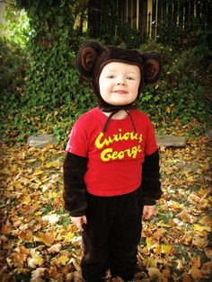 Freshly Completed: Semi-Homemade Man in the Yellow Hat & Curious George Costumes Baby Halloween Costumes For Boys, Halloween 2015, Family Costumes, Holidays Halloween, Halloween Party, Halloween Ideas, Curious George Costume, Curious George Party, Disney Karaoke