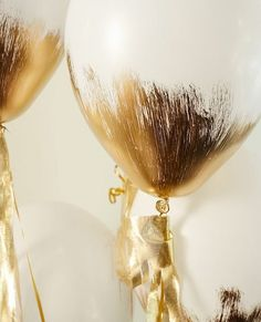 DIY festive balloon decorations new years party gold glitter balloons