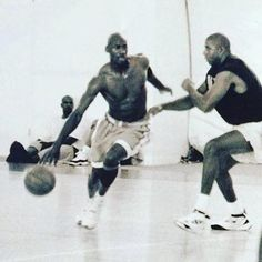 Michael Jordan and Magic Johnson playing 1 on Basketball Pictures, Love And Basketball, Sports Basketball, Pickup Basketball, Basketball Shoes, Basketball Court, Image Basket, Michael Jordan Pictures, Jeffrey Jordan