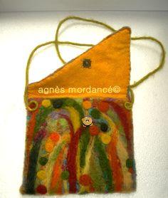 agnès mordancé© french creator  Needle felted purse clutch Types Of Handbags, Felt Pillow, Felted Wool Crafts, Felt Purse, Owl House, Textiles, Needle Felted, Crochet Purses, Felt Art