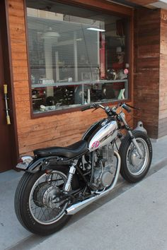 Yamaha 650, Yamaha Sr400, Brat Motorcycle, Motorcycle Garage, Custom Street Bikes, Custom Bikes, Sr 500, Moto Car, Old Bikes