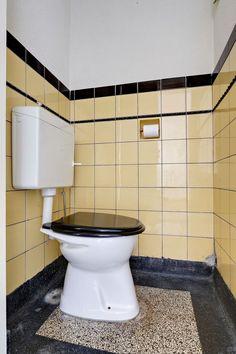 Badkamers op Pinterest  Zwarte Tegels, Betegelde Badkamers en