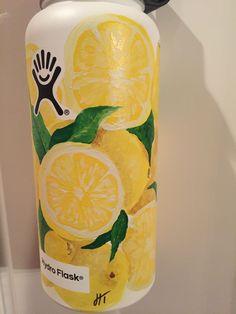 lemons, lemons, and more lemons! made me happy painting this ! date idea: paint waterbottles! Water Bottle Art, Cute Water Bottles, Water Bottle Design, Hydro Painting, Bottle Painting, Vsco, Hydro Flask Bottle, Mellow Yellow, Happy Paintings