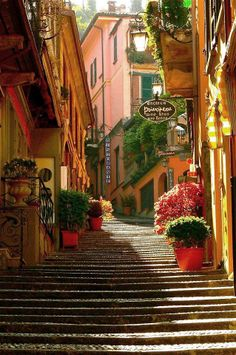 Bellagio, Lake Como, Italy (via Italy Augmented)