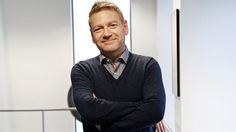 Kenneth Branagh 06/03/2015 Hollywood Actor, Golden Age Of Hollywood, Kenneth Branagh, Famous Men, Movie Tv, Eye Candy, Dancer, It Cast, Men Sweater