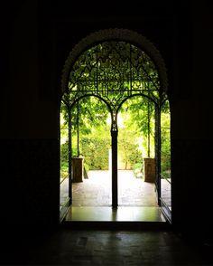 Real Alcazar Sevilla - @mb68 su Instagram Alcazar Seville, Royal Palace, Moorish, World Heritage Sites, Old Things, Seville Spain, Europe, Muslim, Instagram Posts