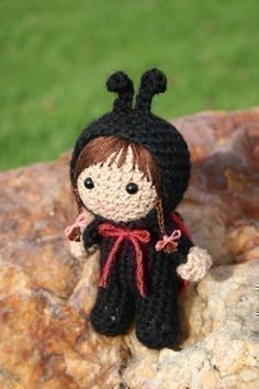 Ladybug Girl   Crochet Pattern Laura Beth dressed as a ladybird by Owlishly  http://childrenslitnknit.blogspot.com/2009/11/ladybug-girl-and-bumblebee-boy-by.html
