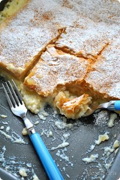 it coming with Alexandra: pies-apple pie Greek Sweets, Greek Desserts, Greek Recipes, Cookie Dough Pie, Cookie Cake Pie, Apple Torte, Apple Pie, Apple Deserts, Pie Crumble