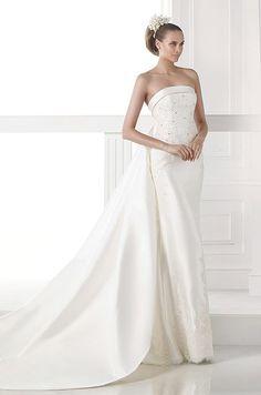 Modern elegant wedding dress by Pronovias, 2015