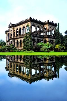 The Ruins of The Don Mariano Ledesma Lacson Mansion, just outside Bacolod City, Philippines