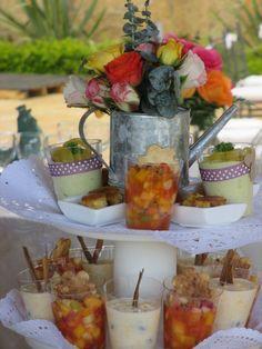 Mousse de aguacate y papayuela, torta de almojabanas con melao de azahar, ensaladilla de frutas con syrop de miel y jengibre