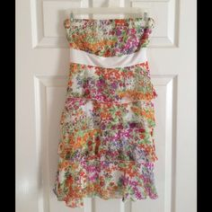 Strapless floral dress. Summery floral dress. Strapless with a white bow on the back. Dresses Strapless