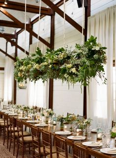 So when I mentioned hanging centrepieces as one of the top trends for 2016, I didn't mean that hanging decor or even hanging florals were a new thing. In fact, their momentum has been buildin…