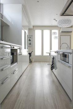 今回はキッチンのご紹介をしたいと思います♪白黒のインテリアが多いわが家ですが、キ...