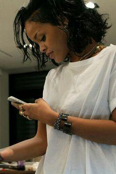 Rihanna - i miss you Mode Rihanna, Rihanna Love, Best Of Rihanna, Rihanna Riri, Rihanna Style, Rihanna Casual, Beyonce, Rihanna Outfits, Saint Michael