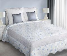 Modro-sivý prehoz Penny je dostupný v dvoch rozmeroch: 170x210 alebo 220x240 cm.