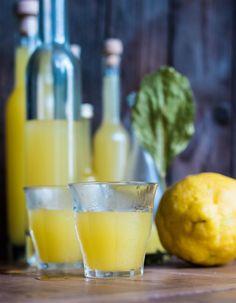 Limoncello  - die Sonne Italiens im Glas. Italienischer Zitronenlikör ganz einfach selbstgemacht.