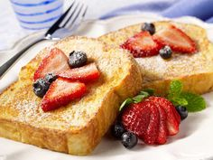 Silk soy milk French toast///TESTED and loved! This seemed so much lighter than regular French toast and had great flavor. If you're looking for French toast without feeling heavy afterward, this is it. Almond Milk French Toast, Fluffy French Toast, Banana French Toast, Make French Toast, Breakfast And Brunch, Breakfast Recipes, Tasty, Yummy Food, Cooking Recipes