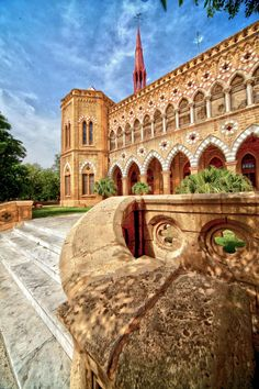 Frere Hall, Karachi, Pakistán - Karachi es la ciudad más poblada de Pakistán y la capital de la provincia de Sindh. Históricamente la ciudad portuaria occidental de la India británica, ahora es el centro financiero, comercial y portuario del Pakistán