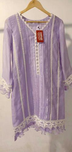 Simple Pakistani Dresses, Pakistani Fashion Casual, Pakistani Dress Design, Pakistani Outfits, Hijab Fashion, Kurta Designs Women, Kurti Neck Designs, Dress Neck Designs, Salwar Designs