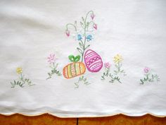 Easter Table Linens | ... Easter Linen with Chicks, Eggs and Flowers Table runner Table linen