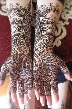 Magnifique tatouage à l henné