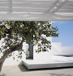 Floating terras. House for Two Photographers by Carlos Ferrater.