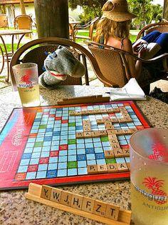 Bob qui jour au Scrabble à Antigua