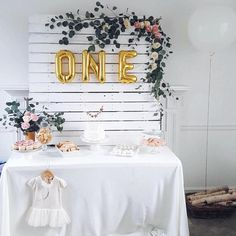 What gorgeous styling We love this idea for birthday parties, christenings and of course baby showers! @mrsangelinavovk