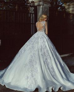 Shared by Aჳεթδαйðжαηка✓. Find images and videos on We Heart It - the app to get lost in what you love. Stunning Wedding Dresses, Dream Wedding Dresses, Beautiful Gowns, Beautiful Bride, Bridal Dresses, Wedding Gowns, Said Mhamad Photography, Glamour, The Dress