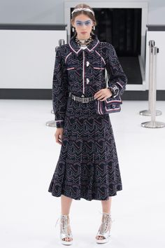 Chanel Spring 2016 Ready-to-Wear Collection Photos - Vogue