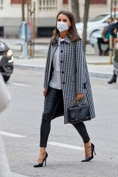 Queen Letizia Attends FundeuRAE Work Meeting — Royal Portraits Gallery Work Meeting, Queen Letizia, Royal Fashion, Chic, Royal Style, Spain, Portraits, Gallery, Leather