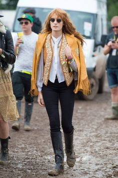 Florence Welch in J Brand jeans and round Ray-Ban sunglasses. True musician style http://www.smartbuyglasses.co.uk/designer-sunglasses/Ray-Ban/Ray-Ban-RB3447-Round-Metal-001-102731.html?utm_source=pinterest&utm_medium=social&utm_campaign=PT post