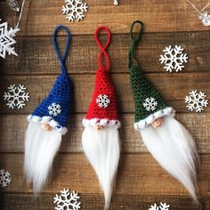 Looking for a cute Santa Gnome Christmas Ornament for your tree this year? This super cute gnome works up quickly in scrap yarn and faux fur! So adorable you will want to fill your tree with Santa Gnomes! Gnome Ornaments, Crochet Christmas Ornaments, Christmas Crochet Patterns, Holiday Crochet, Beaded Ornaments, Crochet Fabric, Crochet Flowers, Free Crochet, Crochet Gifts